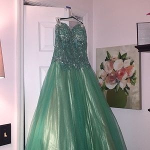 Camille La Vie Prom Dress/Formal Gown ✨